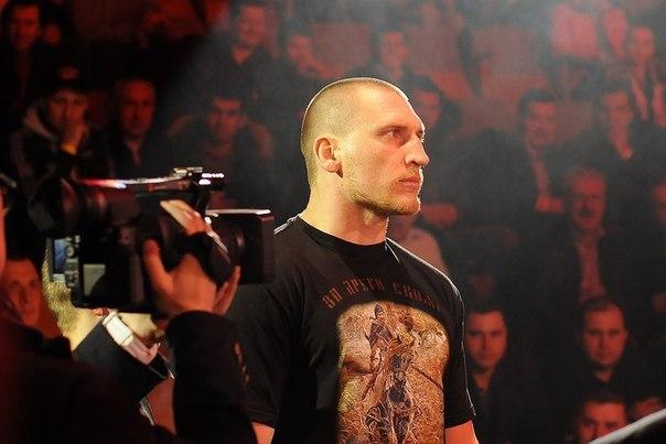 Кудряшов Дмитрий Александрович - непобеждённый российский боксёр-профессионал, выступающий в первой тяжёлой весовой категории. Чемпион СНГ и славянских стран, мастер спорта по боксу и армейскому рукопашному бою.
