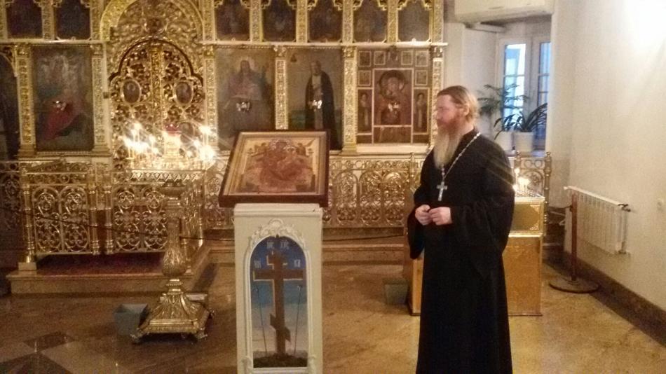 Иеромонах Михей с иконой Божией Матери